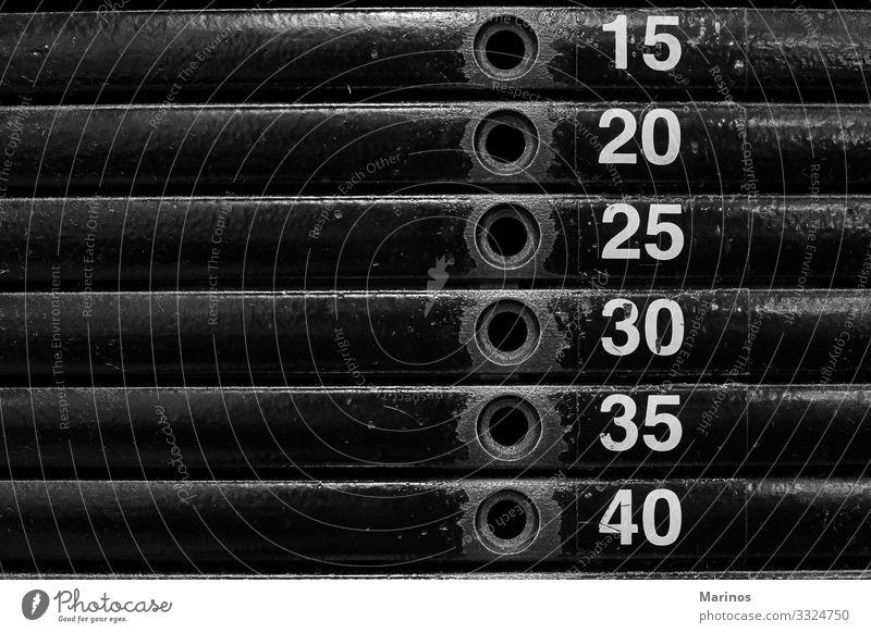 Nahaufnahme von Stapelmetallgewichten in Fitnessgeräten. Körper Arbeit & Erwerbstätigkeit Metall stark Kraft Sporthalle Gewichte Gerät Training Hantel