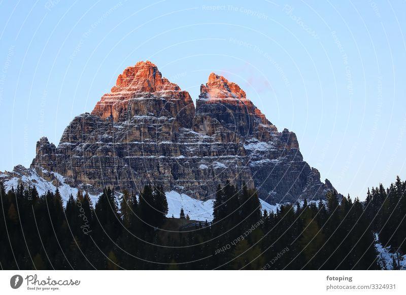 Misurina Tourismus Ausflug Sommer Sonne Winter Berge u. Gebirge Natur Landschaft Wolken Schönes Wetter Baum Wald Sehenswürdigkeit rot Ausflugsziel Belluno
