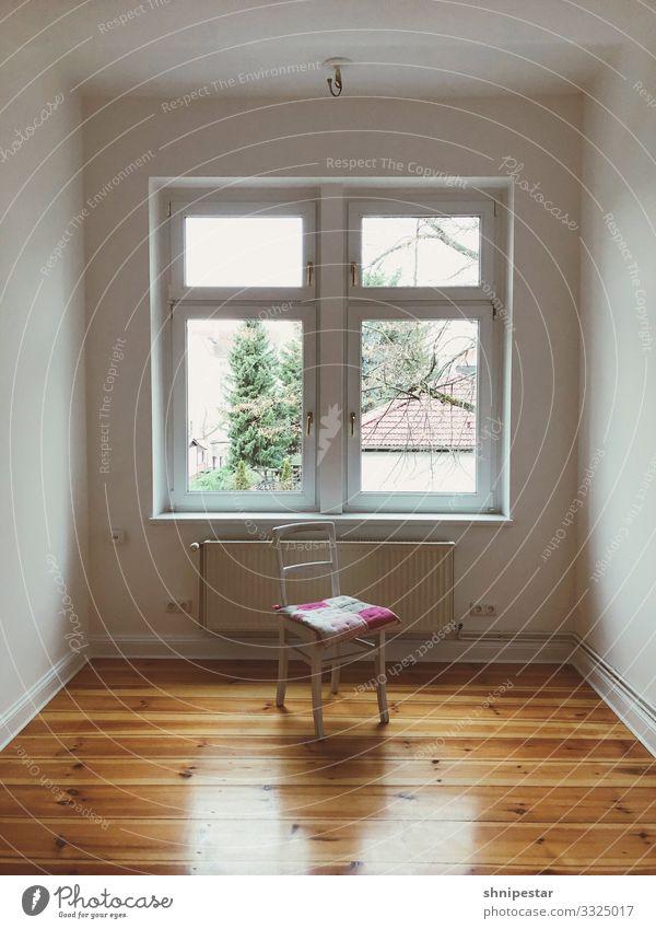 Have a break Häusliches Leben Wohnung Renovieren Umzug (Wohnungswechsel) einrichten Innenarchitektur Möbel Stuhl Raum Wohnzimmer Holzfußboden Dielenboden Berlin