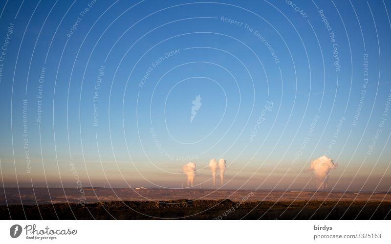 Braunkohlenidyll Energiewirtschaft Kohlekraftwerk Landschaft Wolkenloser Himmel Klimawandel Schönes Wetter Braunkohlentagebau Abgas authentisch bedrohlich blau