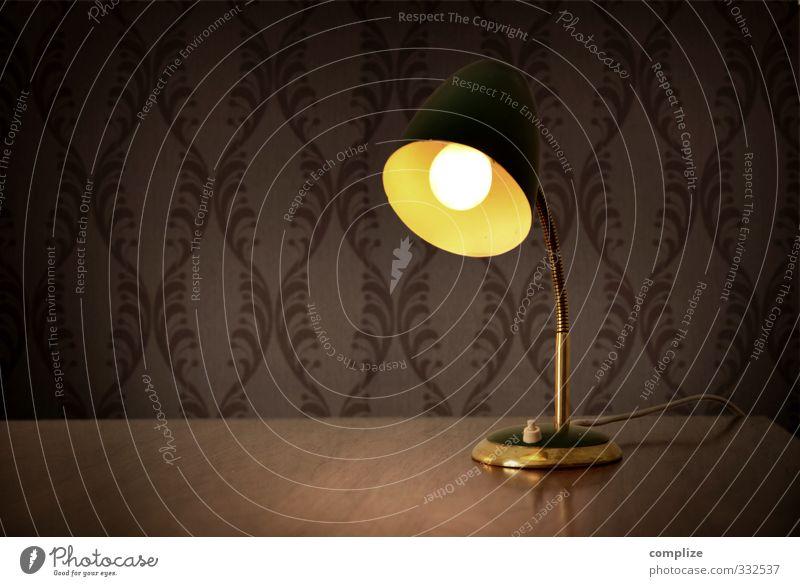 Vintage Lampe alt Innenarchitektur Stil Zeit Raum Wohnung leuchten Design Häusliches Leben Dekoration & Verzierung Tisch Möbel Tapete Schreibtisch Glühbirne