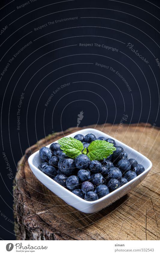 Blaubeeren auf einem Baumstumpf Natur blau weiß Sommer Gesundheit braun Frucht Gesundheitswesen Ernährung rund lecker Bioprodukte eckig Schalen & Schüsseln Diät Fasten