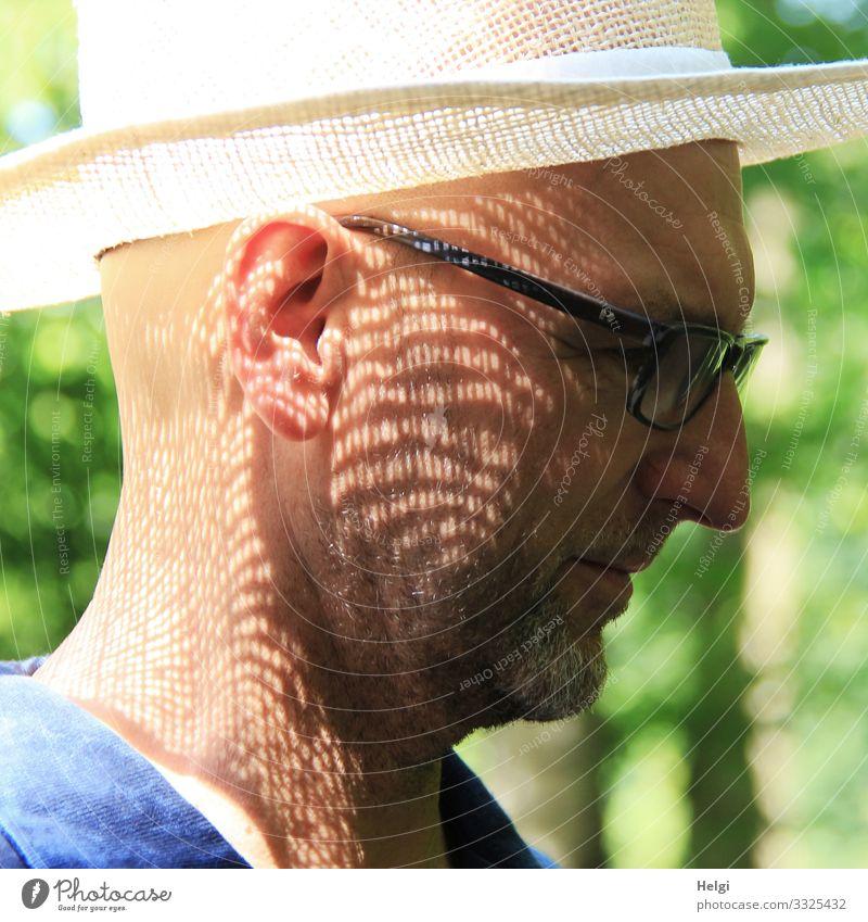 Licht und Schatten Mensch Mann grün weiß schwarz Gesicht Erwachsene Senior außergewöhnlich Kopf grau rosa maskulin 45-60 Jahre stehen authentisch