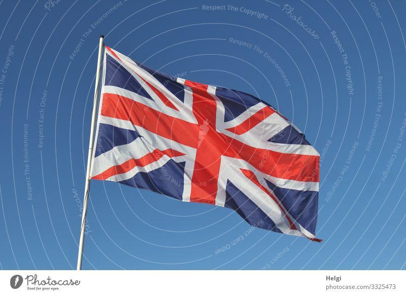 Nationalflagge Großbritannien vor blauem Himmel Ferien & Urlaub & Reisen Tourismus Wolkenloser Himmel Schönes Wetter Holz Zeichen Kreuz Linie Fahne festhalten