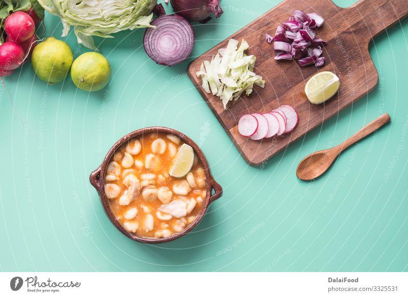 Pozole rotes typisch mexikanisches Essen Käse Gemüse Suppe Eintopf Kräuter & Gewürze Mittagessen Abendessen Teller exotisch Küche heiß grün Tradition Avocado