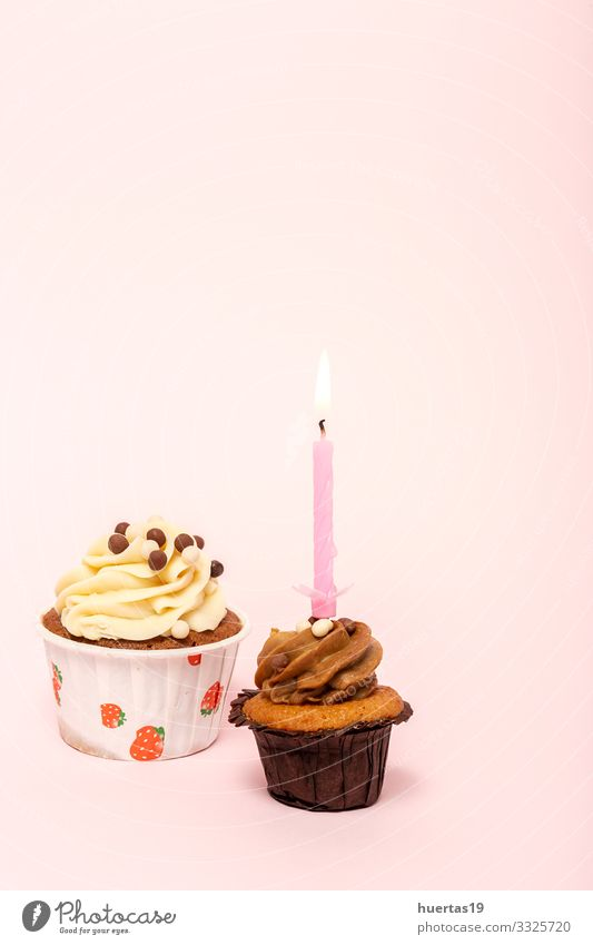 Hausgemachter Geburtstagskuchen mit Kerze Lebensmittel Dessert Süßwaren Glück Dekoration & Verzierung Feste & Feiern Schnur lecker rosa Farbe Kuchen backen