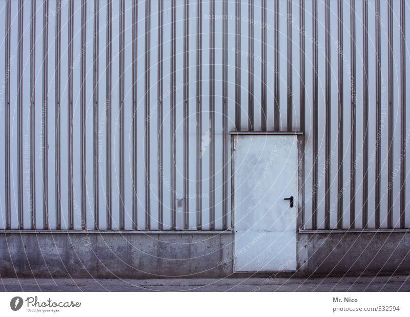 the doors III Wand Architektur Mauer Gebäude Linie Fassade Tür dreckig geschlossen einfach Fabrik Bauwerk Tor Eingang Lagerhalle Halle