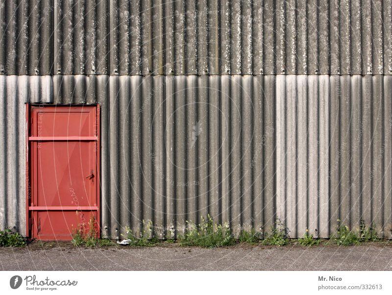 the doors II Hütte Industrieanlage Tor Gebäude Architektur Mauer Wand Fassade Tür rot Eingang Eingangstür Eingangstor Ausgang Notausgang geschlossen Wellblech
