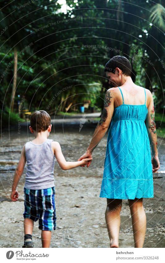 hand in hand Ferien & Urlaub & Reisen Tourismus Ausflug Abenteuer Ferne Freiheit Kind Frau Erwachsene Eltern Mutter Familie & Verwandtschaft Kindheit Körper