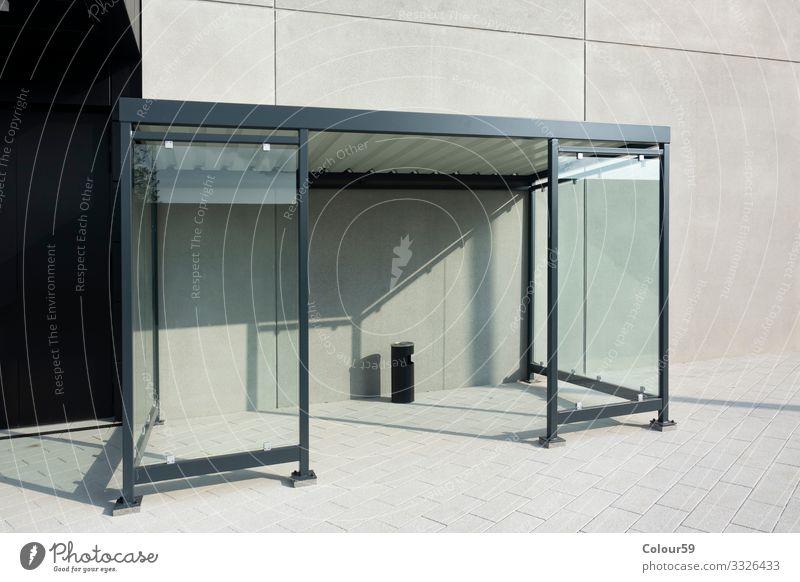Raucherunterstand Design Park Verkehr Bus Rauchen Bushaltestelle Station Unterstand überdacht Raucherzone Regenschutz transparent Glasfront Zone Haltestelle