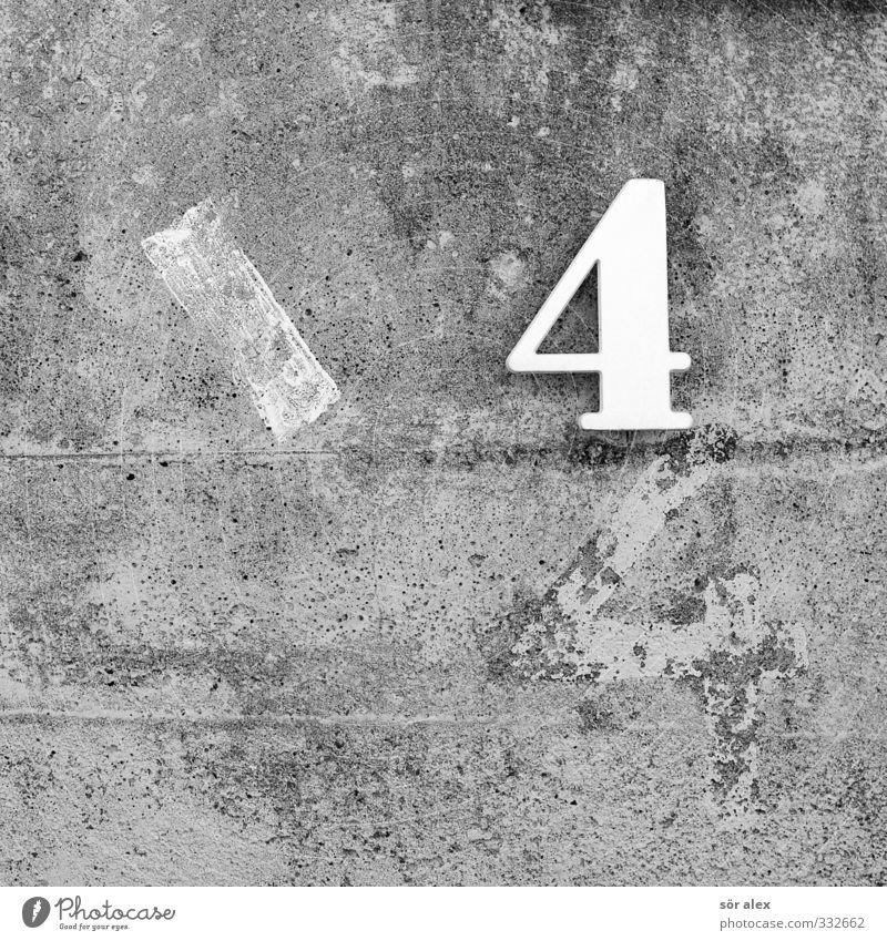 Zahl 4 und 44 auf eine Betonwand lernen Mauer Wand Fassade Betonmauer Zeichen Ziffern & Zahlen Hausnummer grau Mathematik rechnen Farbfoto Nahaufnahme