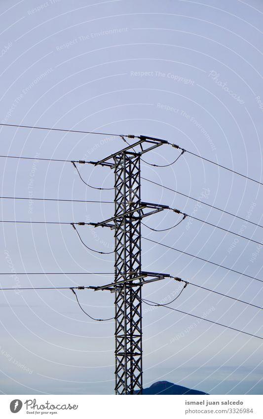 Strommast und blauer Himmel Turm Elektrizität Elektrizitätsturm elektrischer Turm Energie Mitteilung Antenne Kabel sehr wenige Kraft Spannung
