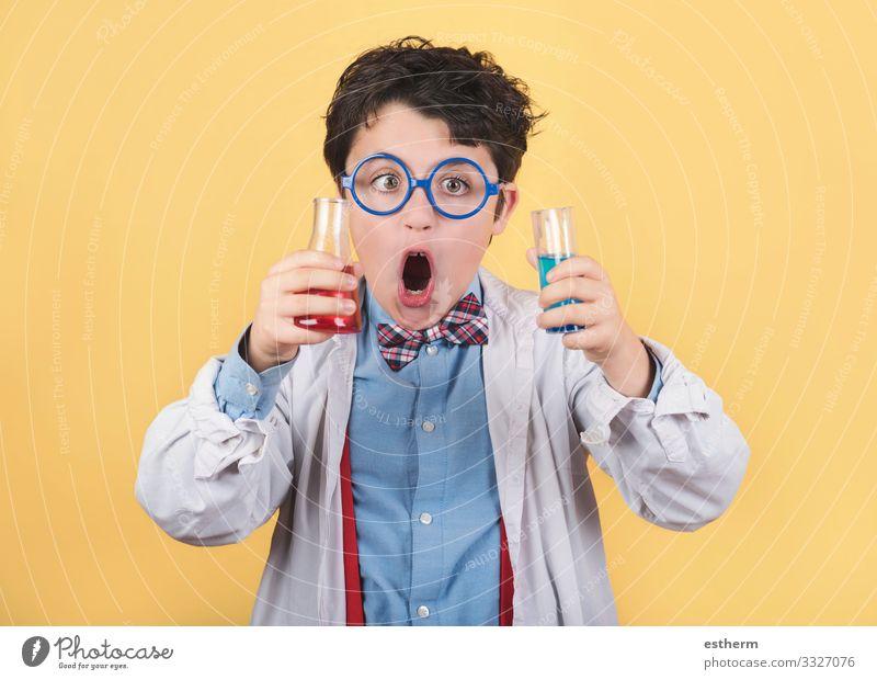 verrücktes wissenschaftliches Kind Lifestyle Bildung Wissenschaften Schule Schüler Labor Prüfung & Examen Mensch maskulin Junge Kindheit 1 8-13 Jahre Tube