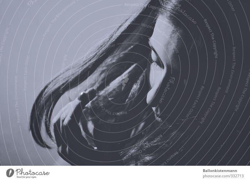 Mähne Mensch Jugendliche blau schön schwarz Junge Frau Erwachsene Erotik feminin 18-30 Jahre Haare & Frisuren elegant ästhetisch einzigartig Schmerz