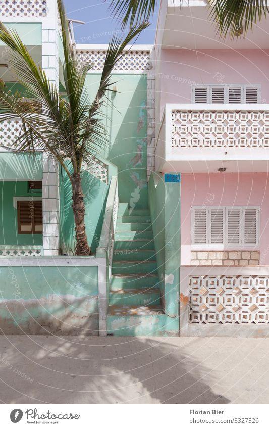 Schöner Wohnen Santa Maria Cabo Verde Afrika Haus Einfamilienhaus Architektur Mauer Wand Treppe Fassade Balkon streichen Häusliches Leben authentisch