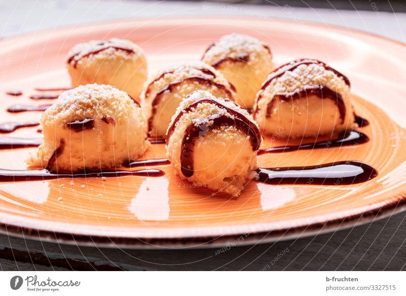 Topfennockerl (Quarknockerl) Lebensmittel Milcherzeugnisse Frucht Dessert Süßwaren Marmelade Ernährung Festessen Bioprodukte Vegetarische Ernährung Teller