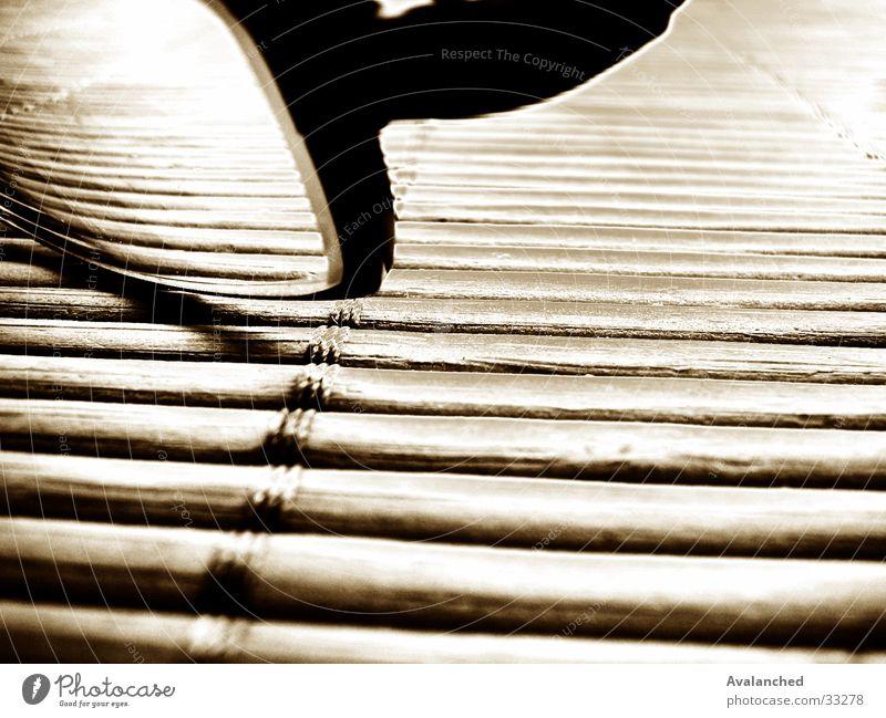 myGlasses schwarz Holz Dinge Anordnung