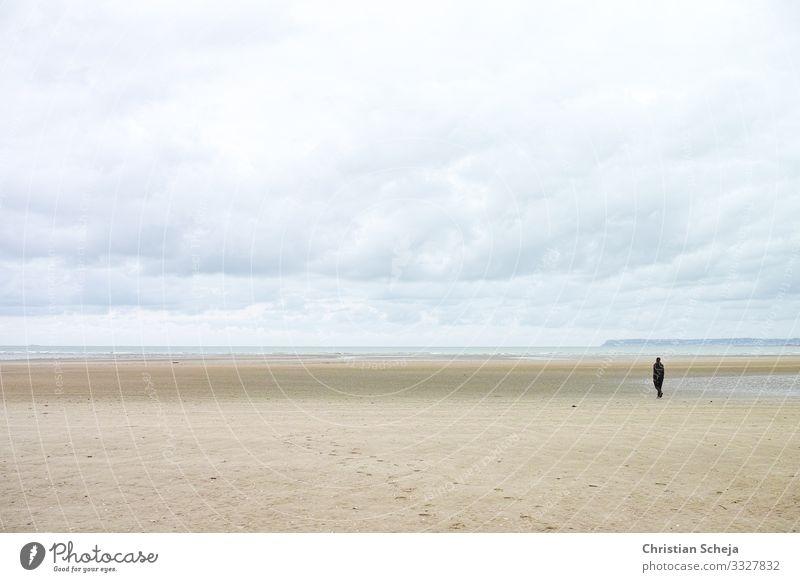 Beach Ferien & Urlaub & Reisen Strand Meer 1 Mensch Denken einzigartig klein maritim trist demütig Traurigkeit Sehnsucht Einsamkeit Erschöpfung Erholung