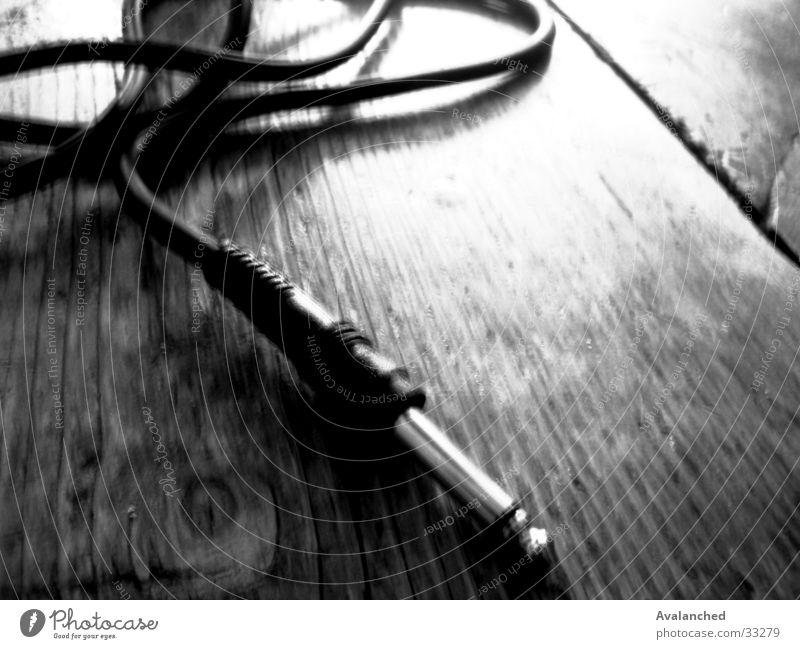 myPluginOnTable Stecker Holz Elektrisches Gerät Technik & Technologie Steckfassung-in Guitarre Anordnung Kabel