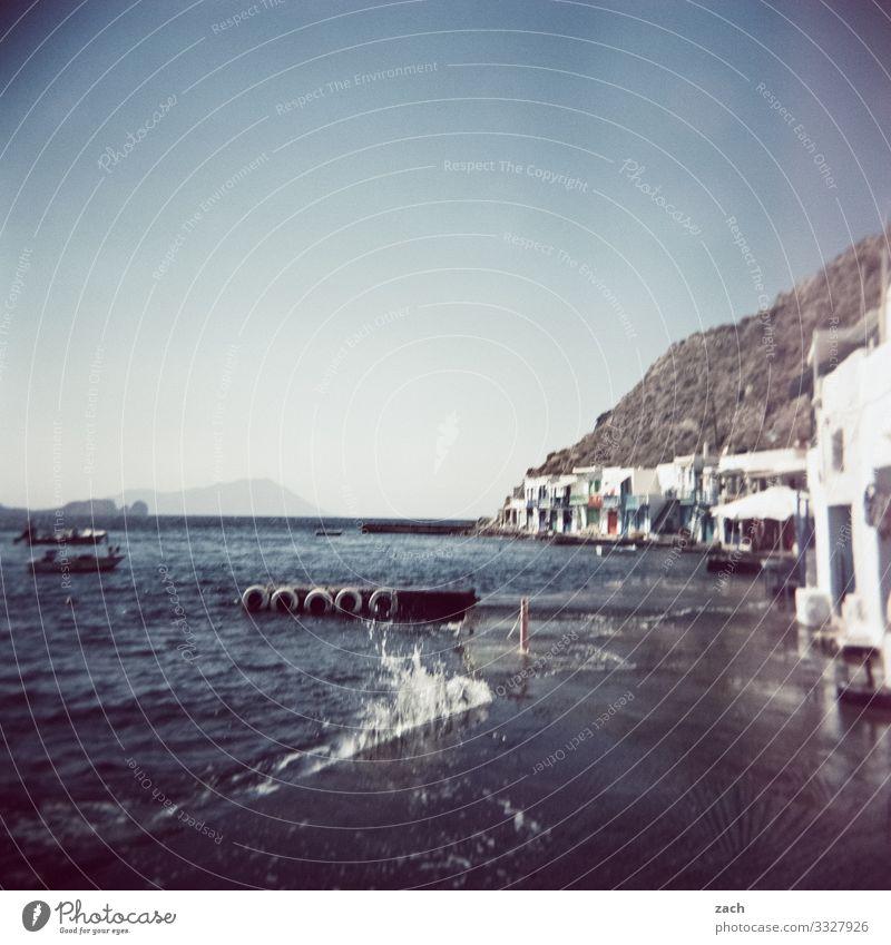 Am Wasser wohnen Landschaft Hügel Felsen Küste Meer Mittelmeer Ägäis Insel Kykladen Milos Griechenland Dorf Fischerdorf Menschenleer Haus Hütte Bootshaus