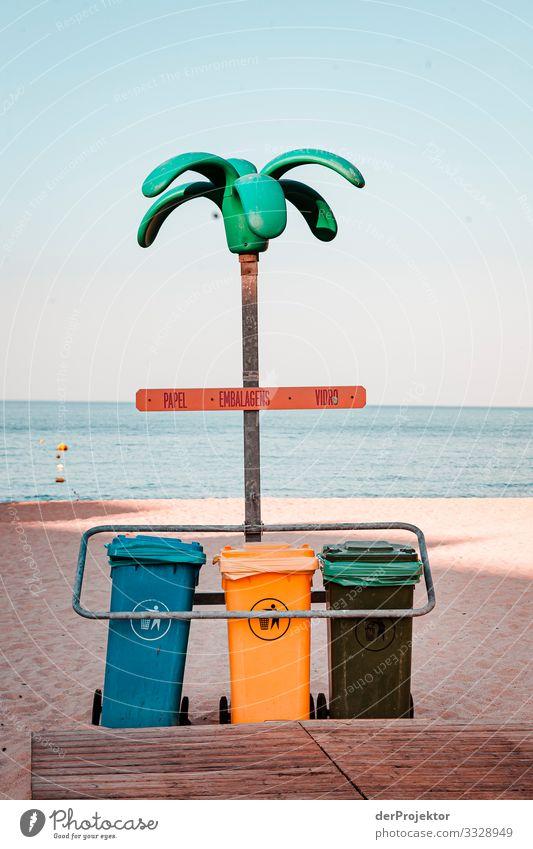Es wird ordentlich getrennt am Strand Ausflug Urelemente abstrakt Textfreiraum rechts Küste Tuffstein Süden Sonnenlicht Schönes Wetter Fernweh