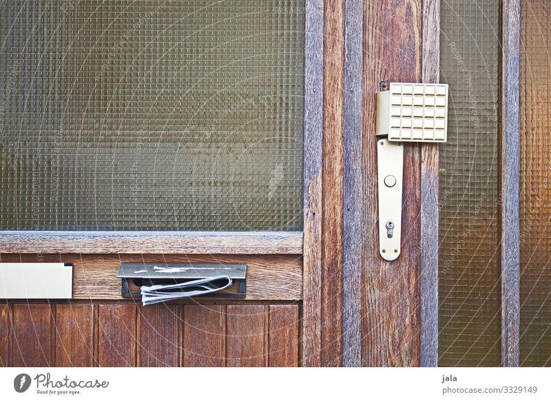 post Gebäude Fenster Tür Klingel Briefkasten alt einfach Werbung altehrwürdig Farbfoto Außenaufnahme Menschenleer Tag