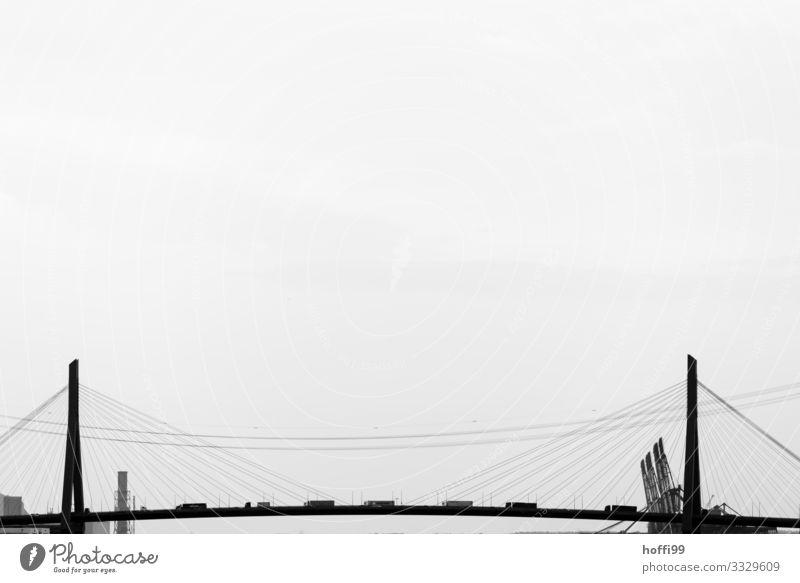 Brückenschlange schlechtes Wetter Berufsverkehr Güterverkehr & Logistik Straßenverkehr Hochstraße Lastwagen Linie modern trist Stadt grau Klima planen Symmetrie