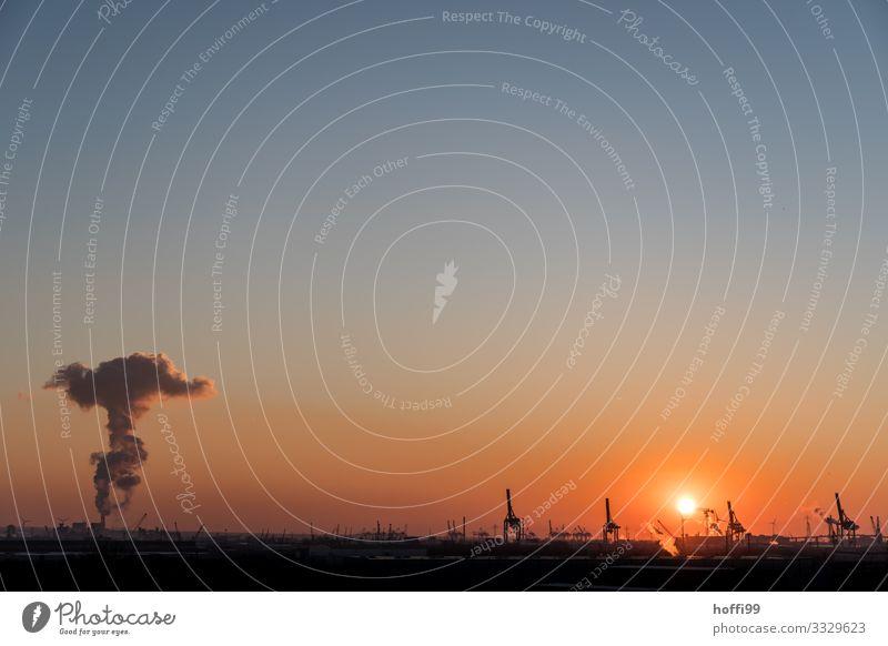 Hafen Hamburg Kohlekraftwerk Wolkenloser Himmel Sonnenaufgang Sonnenuntergang Schönes Wetter blau orange schwarz Stress Business Energie Horizont innovativ