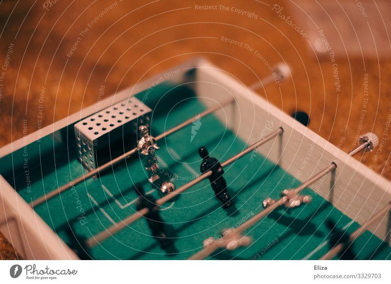 Tischfußball Sport Fitness Sport-Training Ballsport Fußball Spielen Freude Party Torwart Farbfoto Innenaufnahme Menschenleer Textfreiraum links