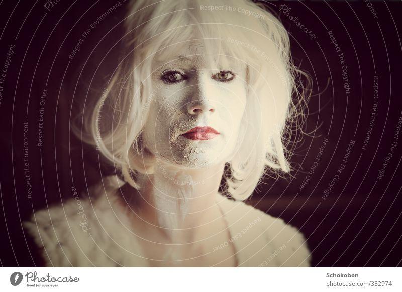 Melancholia schön Haare & Frisuren Haut Gesicht Kosmetik Schminke Lippenstift Wimperntusche feminin Auge Mund Kunst Schauspieler Bekleidung Pelzmantel Fell