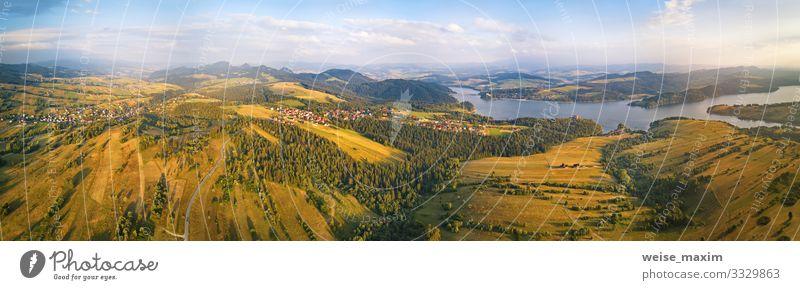 Himmel Ferien & Urlaub & Reisen Natur Sommer grün Landschaft Wolken Wald Ferne Berge u. Gebirge gelb Umwelt Wege & Pfade Wiese Tourismus Freiheit