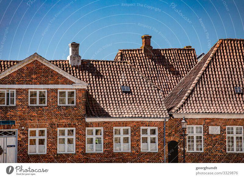 Dachkampf Ferien & Urlaub & Reisen Tourismus Ausflug Sommer Sommerurlaub Haus Hausbau Kleinstadt Stadt Bauwerk Gebäude Architektur Mauer Wand Fassade