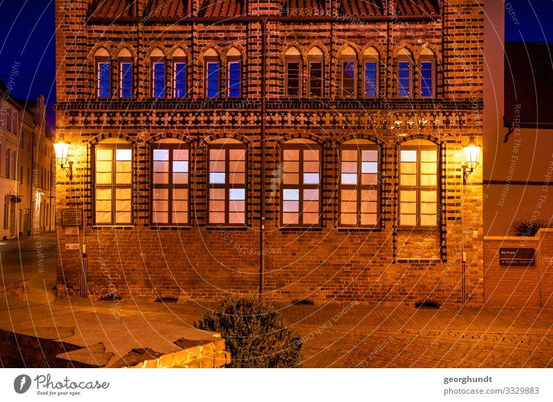 gotisches Fensterteris Ferien & Urlaub & Reisen Tourismus Nachtleben Haus Sehenswürdigkeit Denkmal Bewegung orange Gotik Neogotik Archidiakonat Wismar Tetris