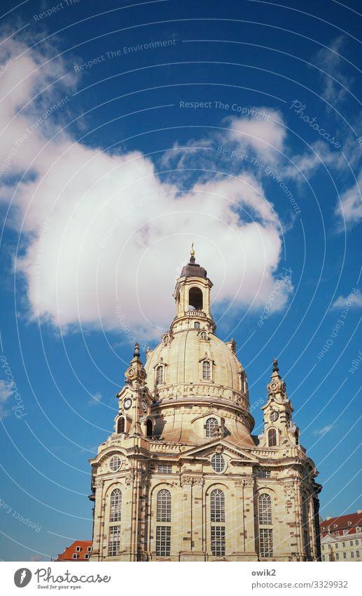 Promi Himmel Wolken Frauenkirche Stadtzentrum Kirche Bauwerk Gebäude Fenster Sehenswürdigkeit Wahrzeichen Bekanntheit groß historisch hoch Religion & Glaube