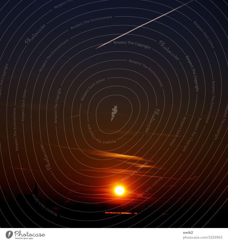 Alter Stern Himmel Horizont Sonne Schönes Wetter Luftverkehr Flugzeug Kondensstreifen fliegen leuchten trösten dankbar Ewigkeit Vergänglichkeit Abenddämmerung