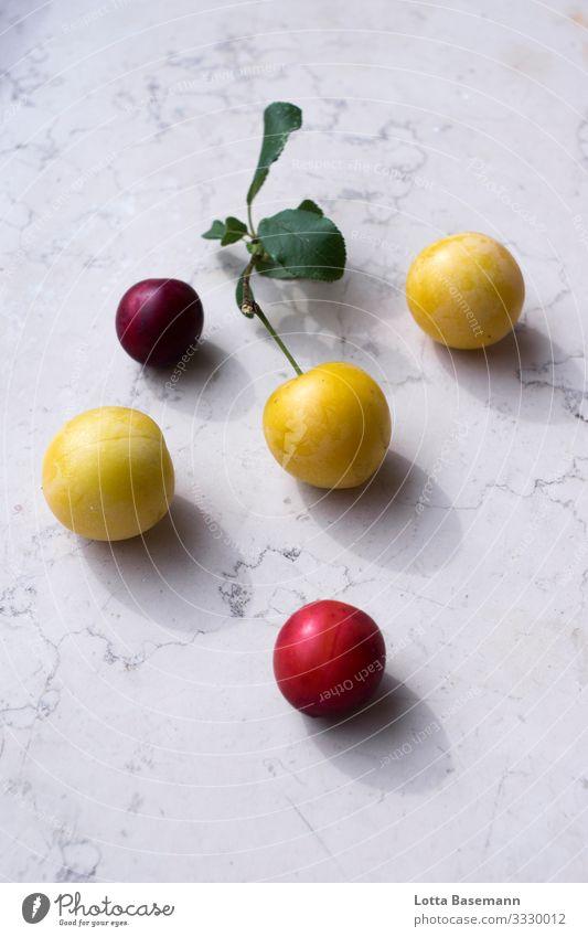 Mirabellen Lebensmittel Frucht Ernährung Bioprodukte Vegetarische Ernährung Ernte Gartenobst Umwelt Natur Sommer Pflanze Blatt Essen genießen ästhetisch Duft