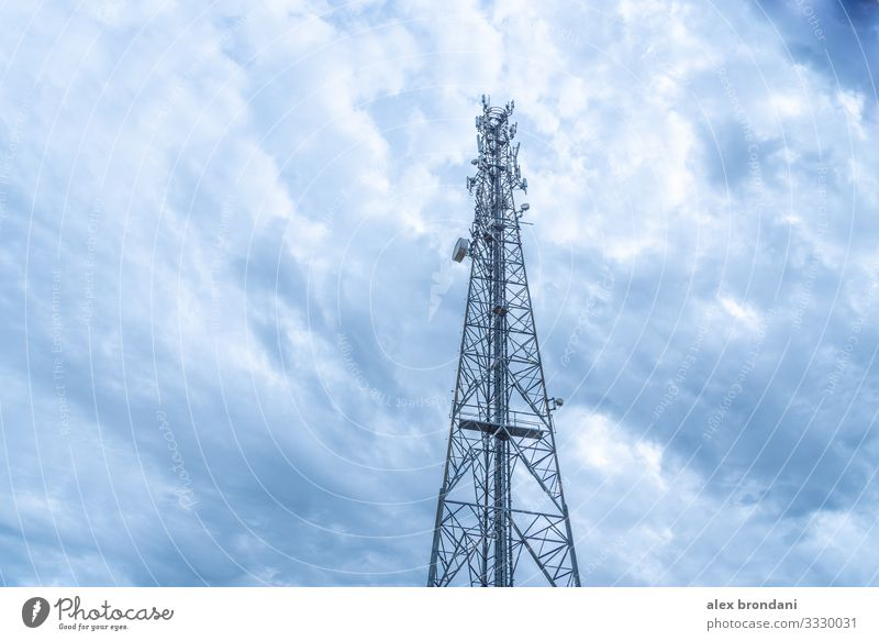 Turm für drahtlose Datenkommunikation und Telefonie Technik & Technologie Fortschritt Zukunft Telekommunikation Informationstechnologie Internet