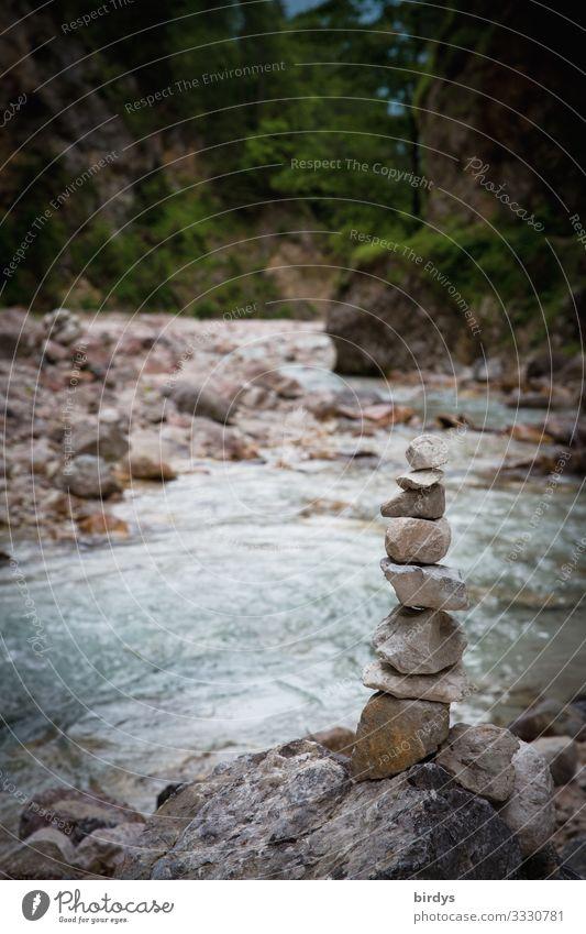 Steinmännchen am Bachufer Natur Landschaft Wasser Sommer Felsen Alpen Berge u. Gebirge Tal stehen authentisch Freundlichkeit positiv grau grün türkis Freude