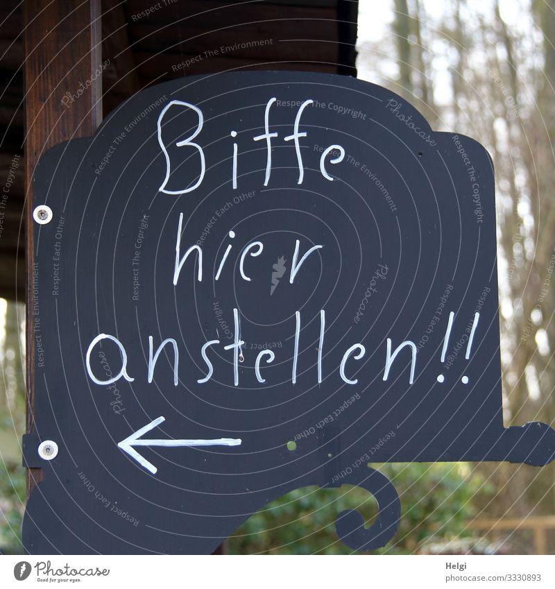 Hinweisschild  Schrift:  Bitte hier anstellen Kunststoff Schriftzeichen Warnschild Pfeil festhalten hängen authentisch einfach einzigartig braun schwarz weiß