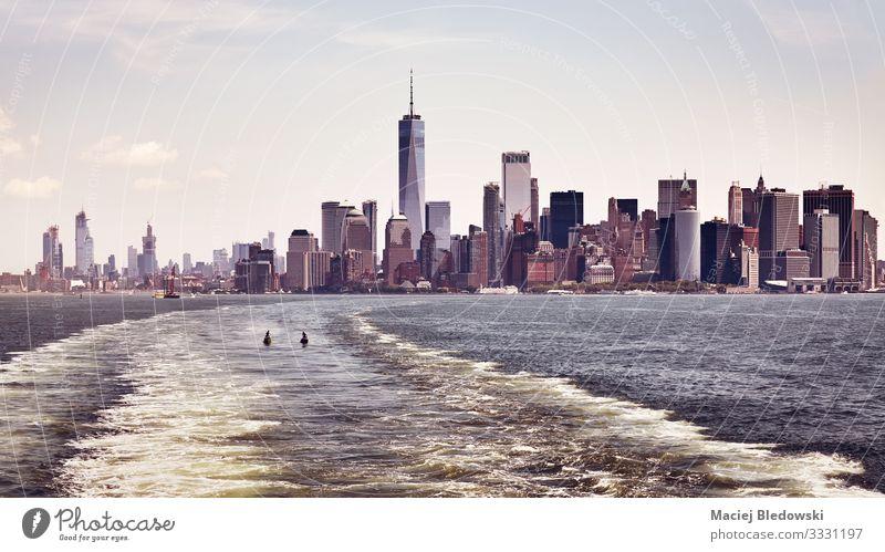 Farbige Panoramaaufnahme der Skyline von Manhattan, New York. Ferien & Urlaub & Reisen Tourismus Ausflug Sightseeing Städtereise Sommerurlaub Himmel Fluss Stadt