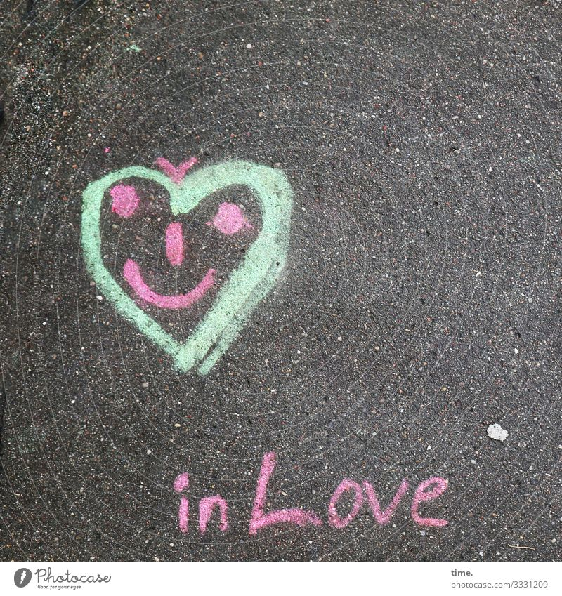 gefühlig liebe treue verbindung liebesbeweis schwur zeichen symbol metapher herz asphalt straße schrift love grafitti zeichnung gesicht