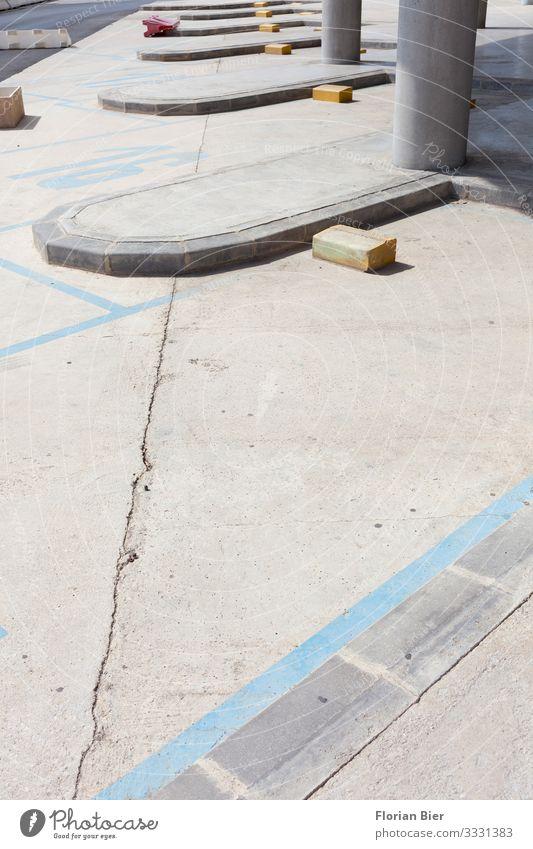 """Parkzone Parkhaus Parkplatz Beton warten frei trocken Stadt Ordnungsliebe Mobilität planen Ziel """"Beton Boden Asphalt Parken Parkbereich Stellplatz Linie Linien"""