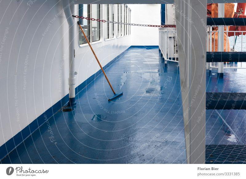 Pause Reinigungsmittel Ruhestand Schifffahrt Fähre Besen Metall Arbeit & Erwerbstätigkeit gebrauchen Erholung nass Sauberkeit trocken achtsam Verlässlichkeit