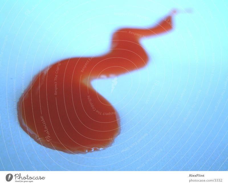 tomatesaft_schlange Saft rot Makroaufnahme Nahaufnahme schlangenförmig