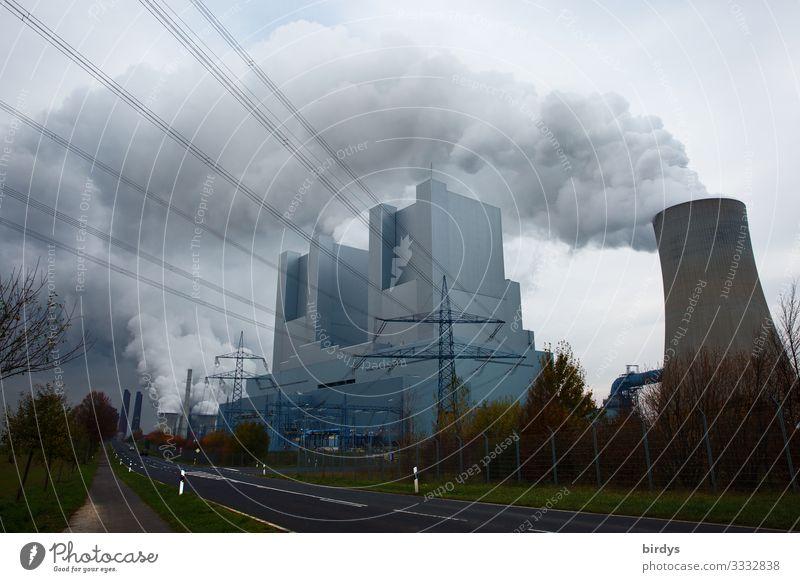 irRWEeg Braunkohle Energiewirtschaft Kohlekraftwerk Umwelt Himmel Wolken Klimawandel schlechtes Wetter Abgas CO2-Ausstoß Rauchen authentisch bedrohlich dreckig