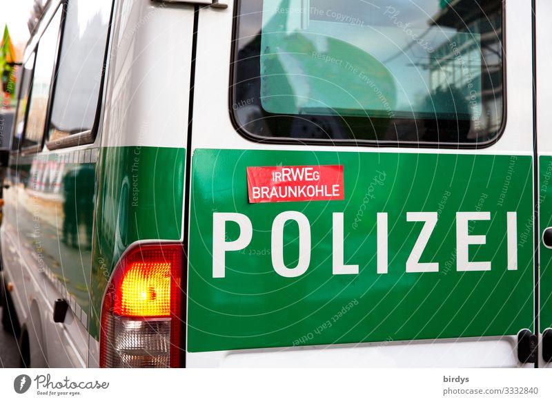Irrwege - Erfüllungsgehilfen ? Polizeiwagen Klimawandel Lastwagen Aufschrift Zeichen Schriftzeichen Konflikt & Streit authentisch außergewöhnlich frech