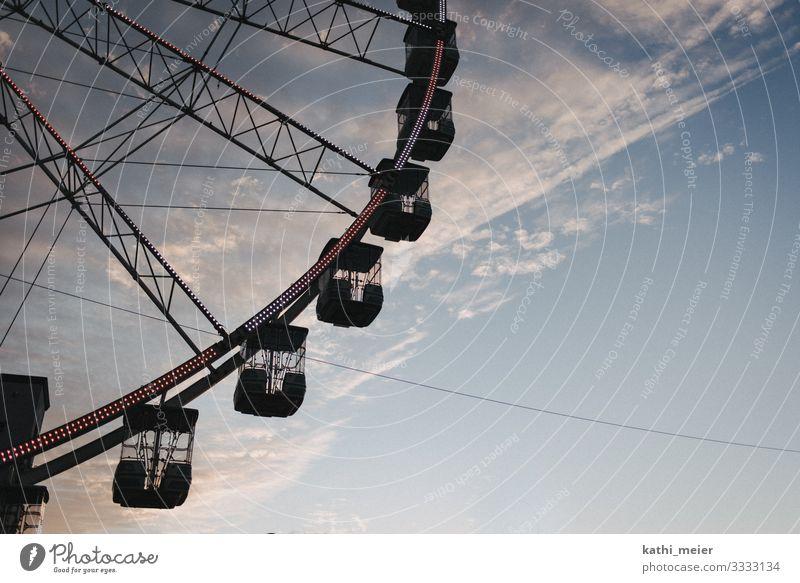Riesenrad Schönes Wetter Genua Italien frei Mut Liebe Romantik Freude Wolken Wolkenformation Jahrmarkt Freizeit & Hobby blau violett Querformat Reisefotografie