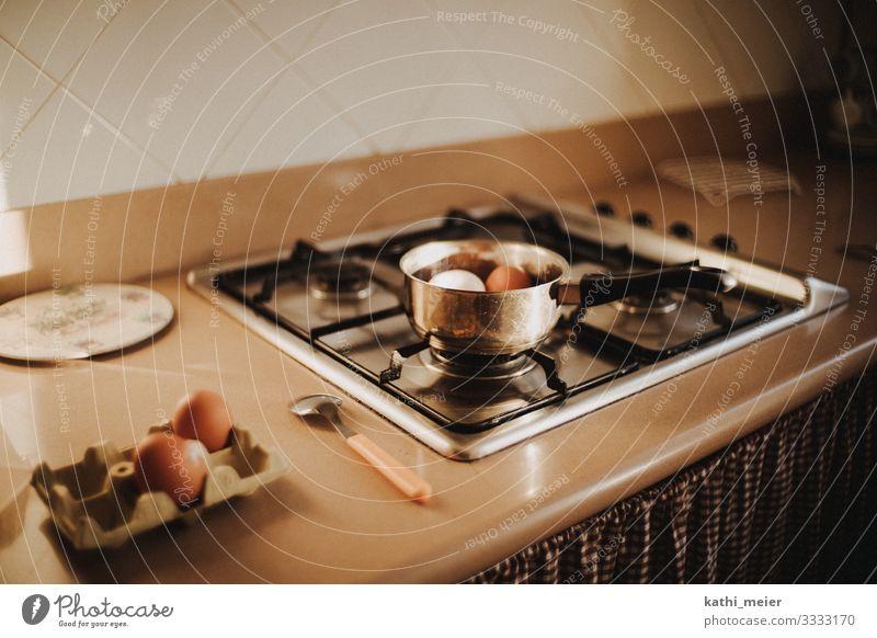 Frühstückseier Lebensmittel Ei Ernährung Vorfreude Gasherd kochen & garen Löffel Topf Frühstückspause Ferienwohnung selbstversorger Essen zubereiten