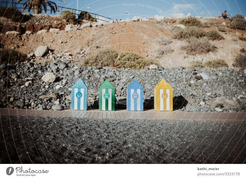 Mülltrennung Ferien & Urlaub & Reisen Natur blau grün Strand gelb Umwelt außergewöhnlich Stein dreckig Ordnung authentisch Schönes Wetter einzigartig Coolness