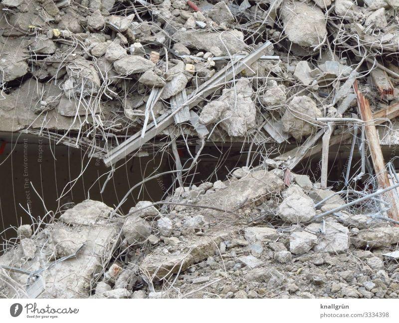 Es war einmal... Haus dreckig kaputt grau schwarz Schutthaufen Demontage Baustelle Beton Farbfoto Außenaufnahme Menschenleer Tag